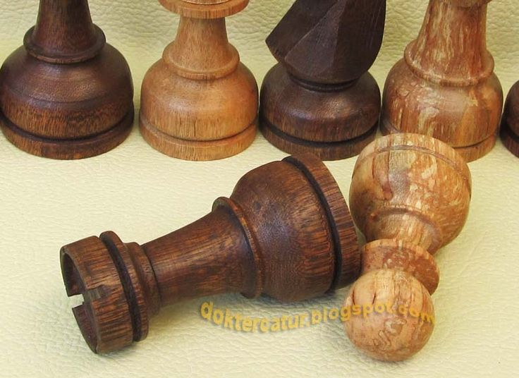 http://doktercatur.blogspot.com wooden chess- natural finishing