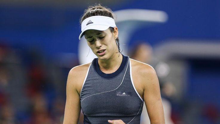La campeona de Roland Garros privó a la número uno del ránking de acceder a las semifinales del torneo que se disputa en China (6-1, 3-6, 2-6). La pupila de la ex-tenista Anabel Medina Garrigues re…
