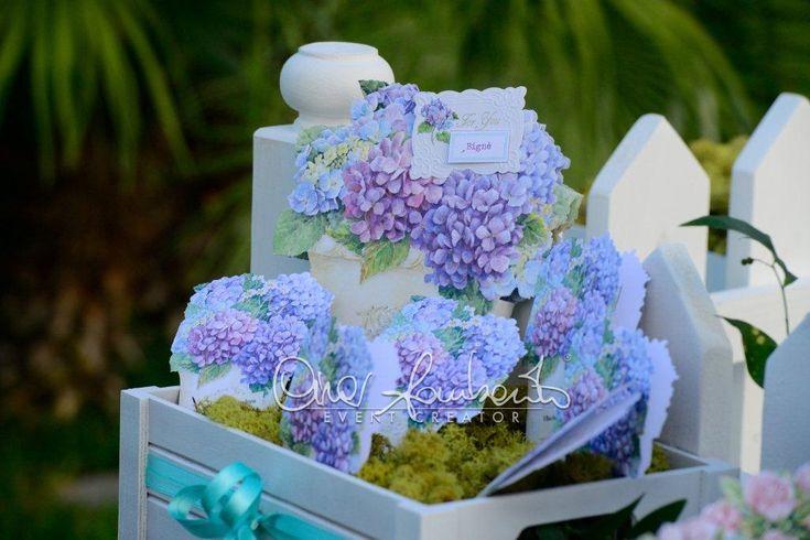Un tableau de mariage floreale, ma non solo quando porta la firma di Cira Lombardo Event Creator. La riproduzione di un cottage inglese, fiori e dolcezza.