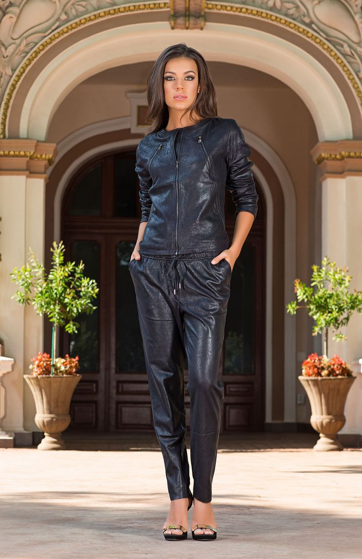 Dark glamour meets sports-luxe for a sensational and yet elegant look this season. Featuring a perfect balance of classic tailoring and off-duty style, the Nalini black trouser suit is a must-have addition to any winter wardrobe.