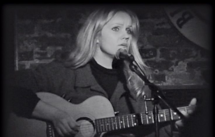 Autumn Leaves -Eva Cassidy    Beautiful...an incredible talent gone too soon.