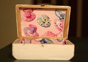 DIY Card Box Wedding For A Retro Themed