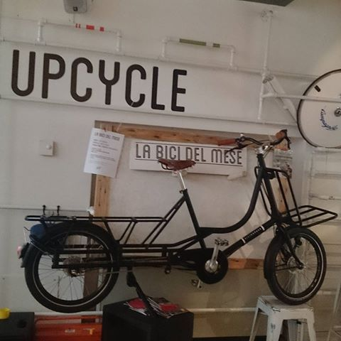 #bikeofthemonth #labici del #mese da @upcyclebikecafe é la #cargo #Bicicapace #Justlong #takeabeer enjoy the event on #15th of #June Thanks to the #staff and @lastazionedellebiciclette