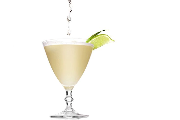 Cocktail recipe for a Ciroc Coco Light Martini, a low-cal drink with coconut vodka and pineapple juice, from the 2014 Governors Ball for the Oscars.