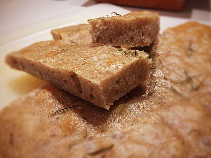 130 gr farina grano saraceno 130 gr farina integrale di riso 130 gr fecola di patate 12 gr lievito disidratato sciolto in 350 ml di acqua tiepida con 1 cucchiaino di sale fino 2 cucchiai di olio ev…