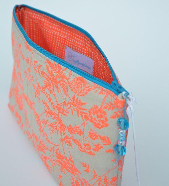Wickeltasche/Kosmetiktasche Neon Flowers von Stoffsymphonie auf Etsy, kr140.00