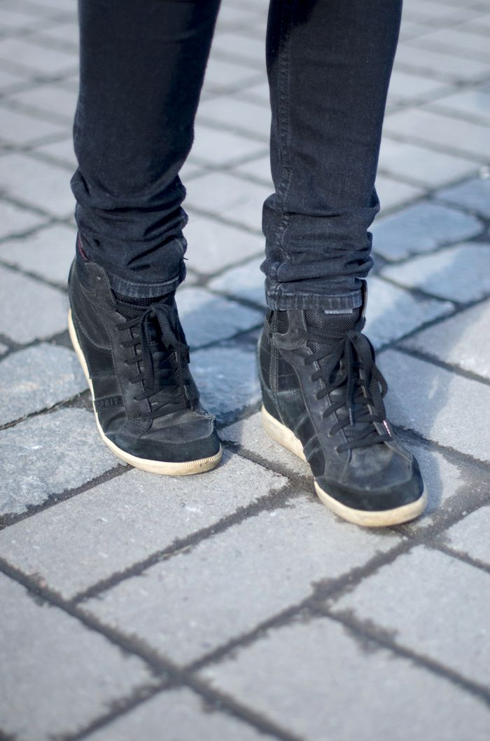 Fashion Tipsy: Sporting it out | Loving these Esprit wedged trainers. Sneakers with heels are such a smart invention! http://fashiontipsy.blogspot.fi/2014/03/favourite-match-denim-on-denim-outfit.html