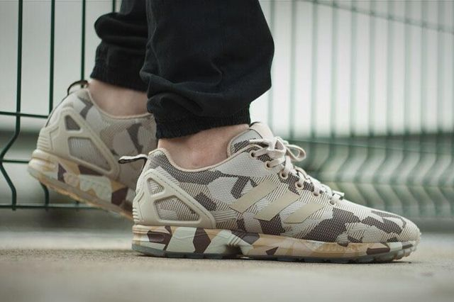 The ZX Flux is a street warrior but now it's certified for the trenches too. Camouflage patterns work brilliantly on the silhouette, and this edition arrives in American desert storm steezin' light browns and olives…