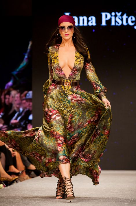 Sona Skoncova, dress by Jana Pistejova, photo by Milan Strapko