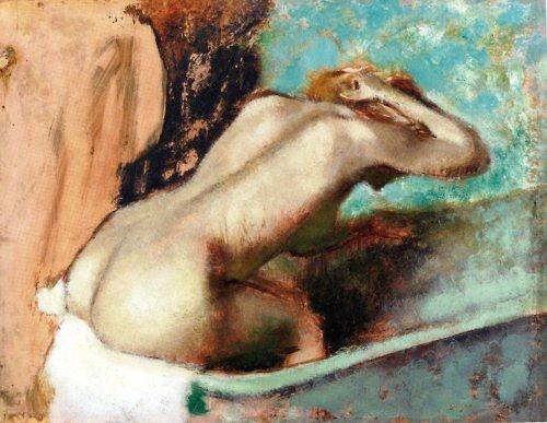 [Degas aveva un 'debole' per la schiena, come parte anatomica umana, che ritraeva ogni volta che poteva, senza mai tradire la ricerca del quotidiano, il corpo esposto nei gesti più intimi svolti nella libertà dei bagni o delle camere chiuse. Le schiene di Degas sono dunque spesso piegate, flesse ad assecondare un movimento specifico, mai in posa o perfette in senso edonistico o assoluto. Le donne raffigurate non fissano mai chi osserva l'opera, spesso il volto è celato. Bg] degas