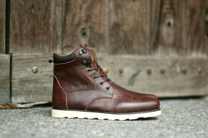 https://www.tokopedia.com/guritashoes11/sepatu-casual-formal-pria-bradleys-necros-brown-100-original?utm_source=Copy&utm_campaign=Product&utm_medium=Android%20Share%20Button