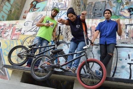 Es Spot un espacio alternativo para disciplinas como el skate (patineta), el BMX-Biker (bicicleta), roller (patines), y socooter (bicicleta pequeña). En el munipico Libertador Mérida-Venezuela #Mérida#ISO