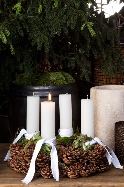 10 adventskranse - Den naturlige adventskrans...Advent wreath...could use colored ribbon to follow Catholic tradition...