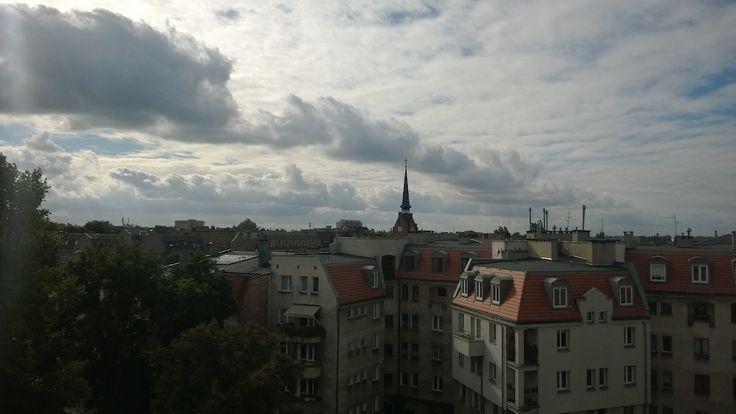 fot.Krzysztof Sadowski: Widok na dachy Jeżyc z budynku w którym mieści się Miejska Pracownia  Urbanistyczna na ul. Prusa 3.
