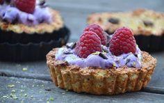 Den lækreste sunde morgenmad, jeg længe har set!!! Opskrift på sunde havregrynstærter med blåbærcreme