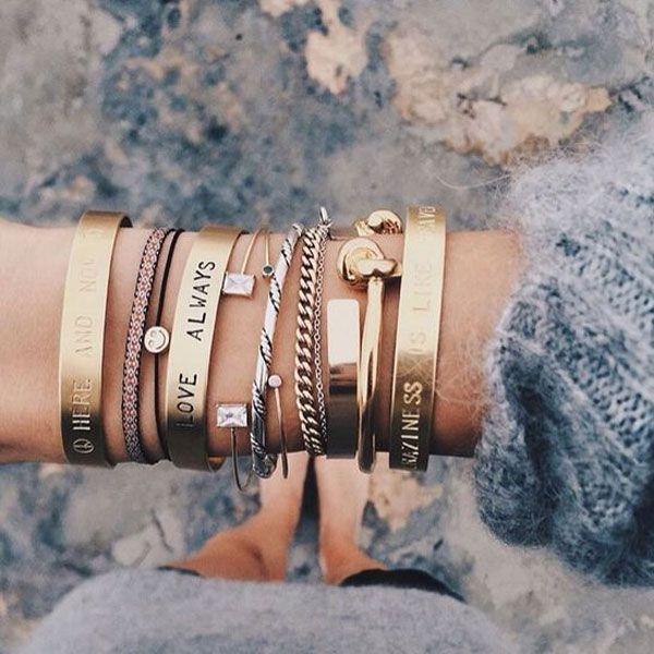 Mix de pulseiras.
