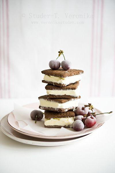 cheesecake ice cream sandwiches