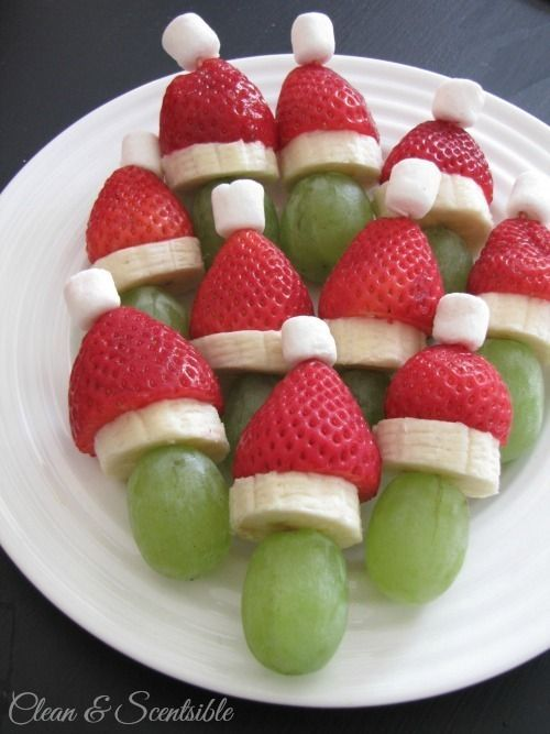 Grinch kabobs Grapes, strawberries, bananas, and mini marshmallows. Healthy Christmas Party Treat