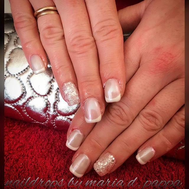 #frenchmanicure #shellnails #glitternails