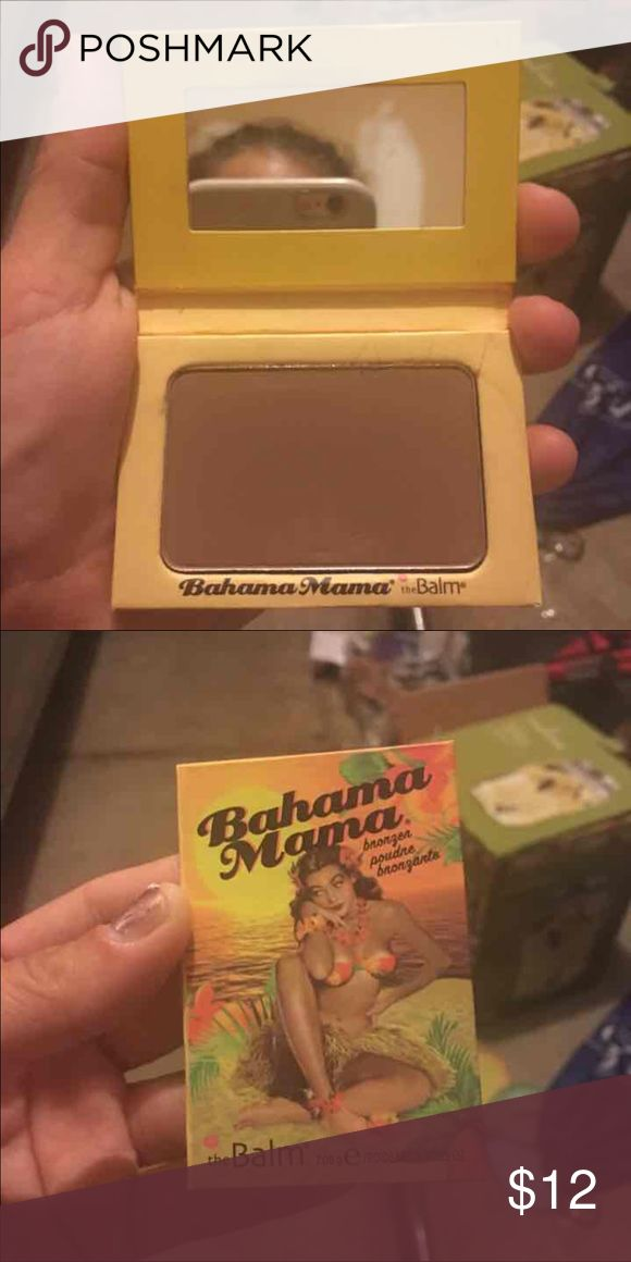 The Balm Bahama Mama Bronzer with a beautiful shimmer. Never used. (That itty bitty smudge in the bottom happened because I am klutzy) The Balm Makeup Bronzer