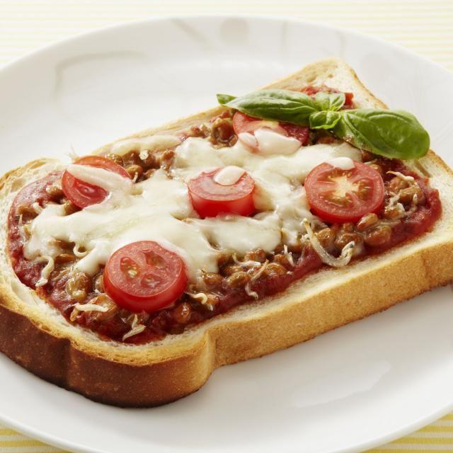 トースト特集第2回♪ パンを食べたい日にも納豆は大活躍! トマトの酸味とマッチします^^ - 157件のもぐもぐ - 納豆ピザトースト by カゴメトマトケチャップ