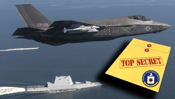 The missile control technology revealed by WikiLeaks is used in such fifth-generation strike fighters as the F-35 Lightning II Carrier Variant, seen here flying over the stealth guided-missile destroyer USS Zumwalt. | Foto: DVIDS - teleSUR