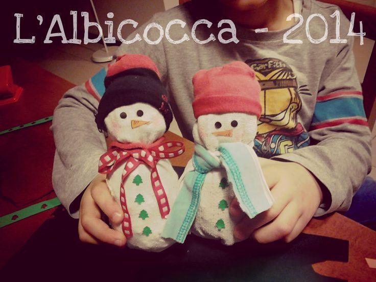 Il pupazzo di neve con i calzini per l'albero di Natale