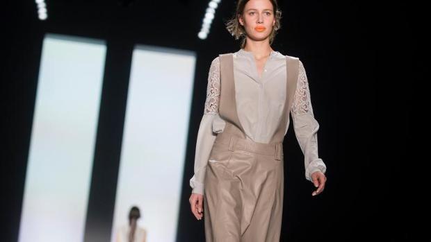 http://image2-cdn.n24.de/image/7953212/1/large16x9/jtz/gummistiefel-und-latzhosenkleid---die-fashion-week-trends-image_620x349.jpg