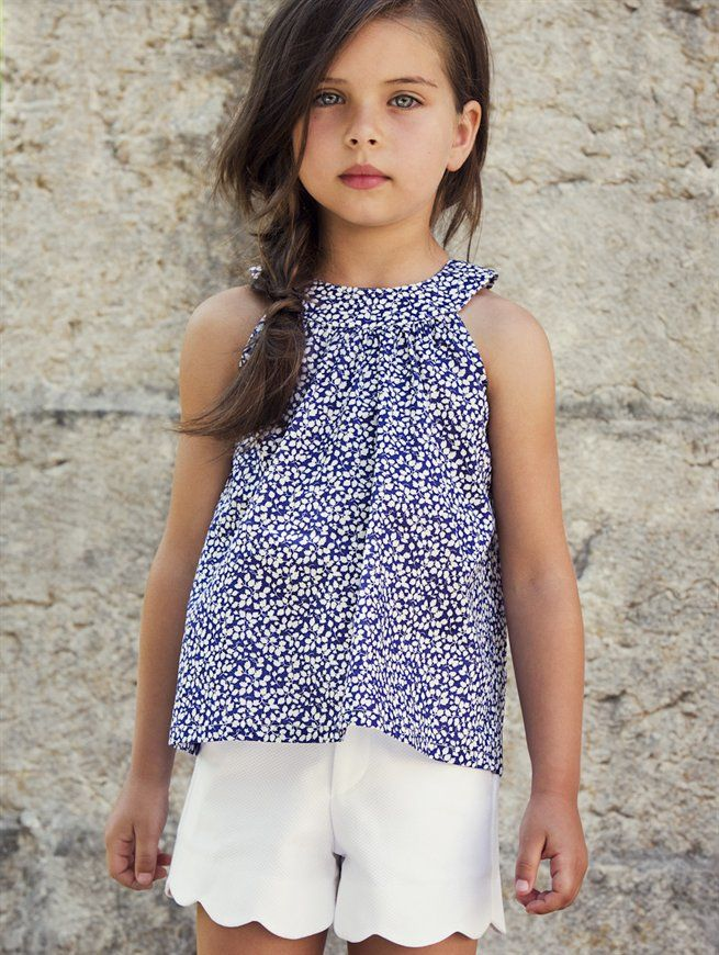 GIRLS FLORAL CIRCLE BLOUSE AND WHITE PIQUE SCALLOP SHORTS - Oscar de la Renta