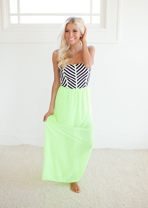 Summer outfit - black & white tube top with stripes. Long blonde wavy hair. Buy the top here: http://justbestylish.com/10-amazing-summer-tube-tops/5/