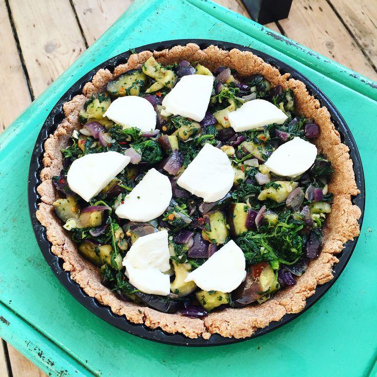 fulkornstærte med spinat og aubergine