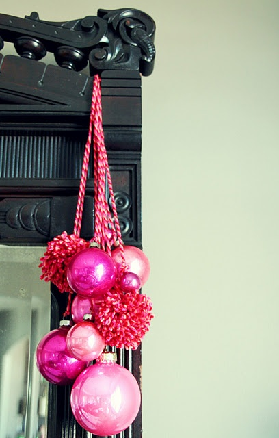 I'm not so much into pink for Christmas, but I LOVE the idea of hanging ornaments like this.