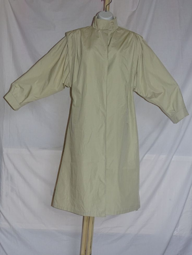 Lovely vintage classic ladies raincoat / mac / trench coat by Back2Theyesteryear on Etsy