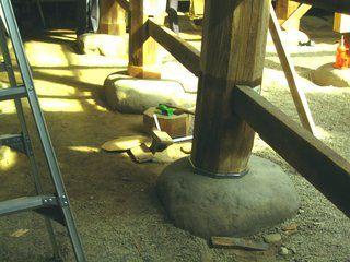 6>IMG_4042  :: 羽黒神社 柱根継ぎ 木 及び鉛 での作業完了   2009 10 17