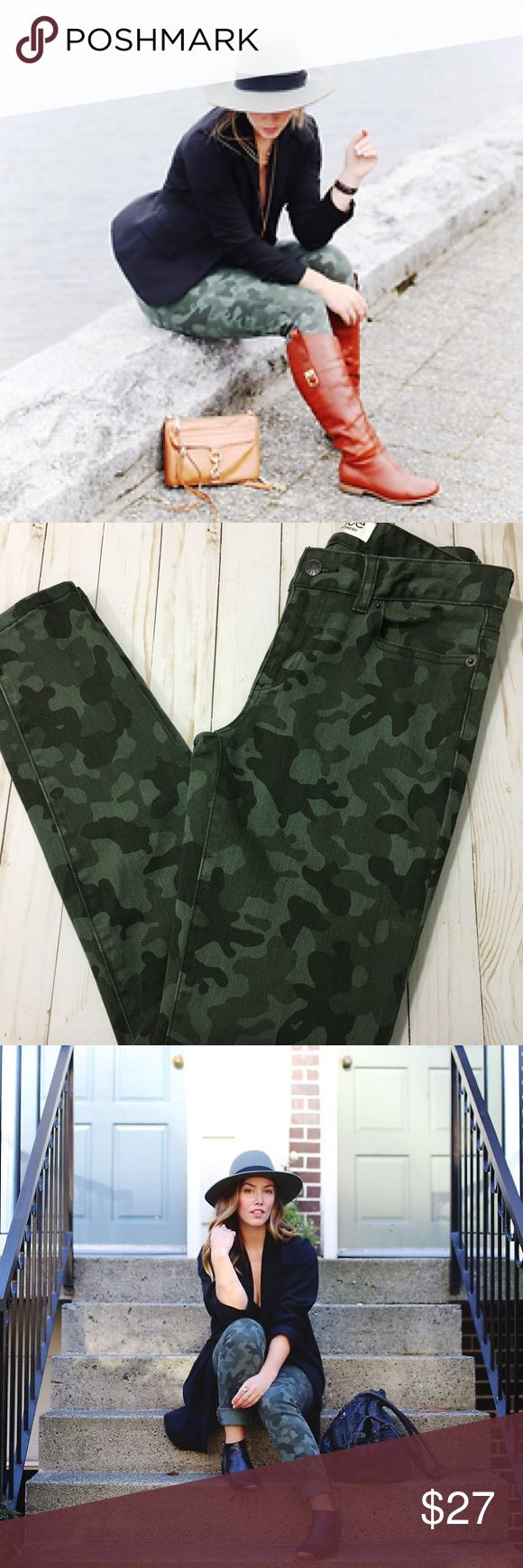 "Joe Fresh camo skinny jeans Joe Fresh camo skinny jeans. Approx Measurements: 15"" waist when laid flat 8.5"" rise 29"" inseam 5"" leg opening.  EUC. Joe Fresh Jeans Skinny"