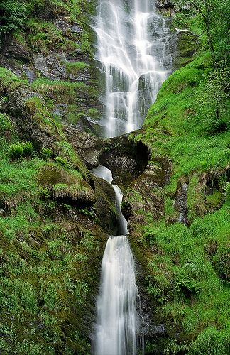 Pistyll Rhaeadr Waterfalls, near Llanrhaeadr-ym-Mochnant, Powys, Wales, UK | A spectacular and impressive waterfall surrounded by lush green vegetation (5 of 10)