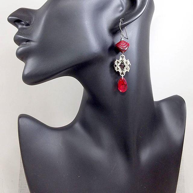 #redearrings #glassbeads #czechbeads #czechbeadsexclusive #swarovskicrystals #swarovskicrystal #chainmaille #redcrystal #jewelrytrends #jewelryfashion #fashion #byzantine #кольчуга #красныесерьги #сваровски #festije