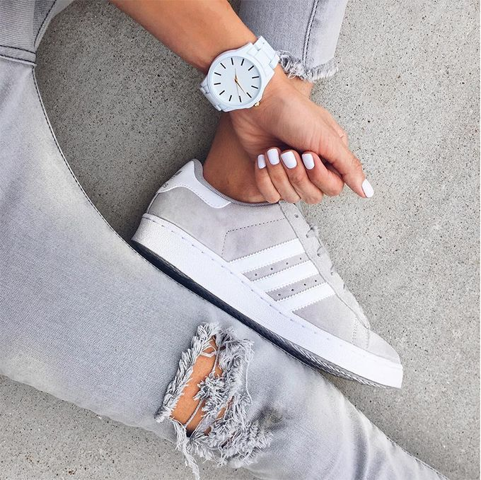 Grey denim x sneakers