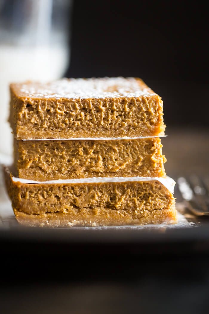Skinny Gluten Free Pumpkin Cheesecake Bars Recipe - These easy pumpkin cheesecake bars have a spicy-sweet gluten free crust and are so creamy! You'd never know they're only 150 calories! | Julieseatsandtreats.com |