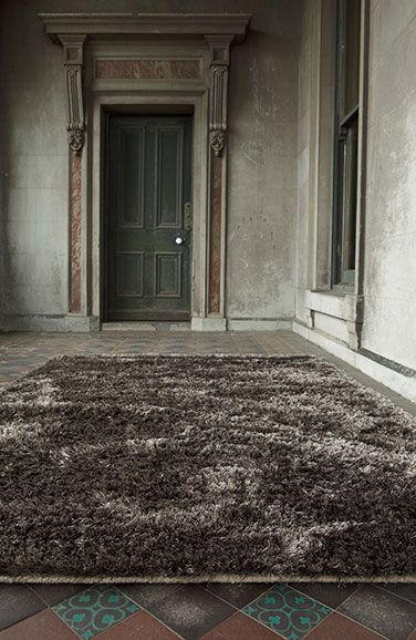 Como - Thick and lush in a variety of fashionable colors --from a vibrant ruby red to a more subtle cinnamon shade-- these rugs provide a solid decorating base.