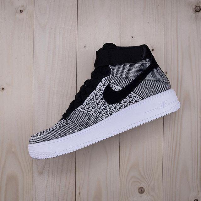 Nike Air Force 1 Ultra Flyknit Mid, en riktig vinnare bland vårens skor. Finns på footish.se sedan några dagar tillbaka #nike #airforce1ultraflyknit #af1 #vårskor #uppsala #footish