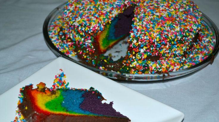 Fantástico! Receita de bolo arco iris com cobertura de brigadeiro - # #bolosimpleserapido