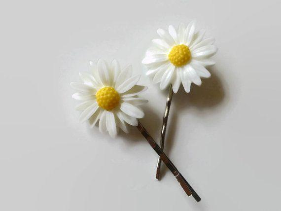 Hey, diesen tollen Etsy-Artikel fand ich bei https://www.etsy.com/de/listing/205568177/daisy-bobby-pin-white-flower-hair-pins