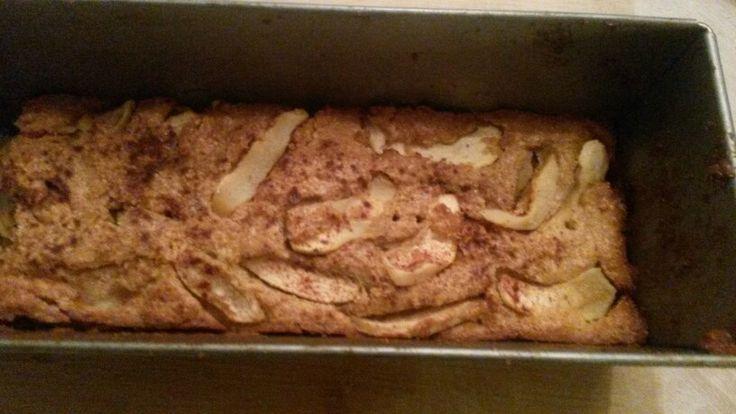 Appelcake van amandelmeel zonder suiker! Zoet door de Royal Gala appel en kaneel.