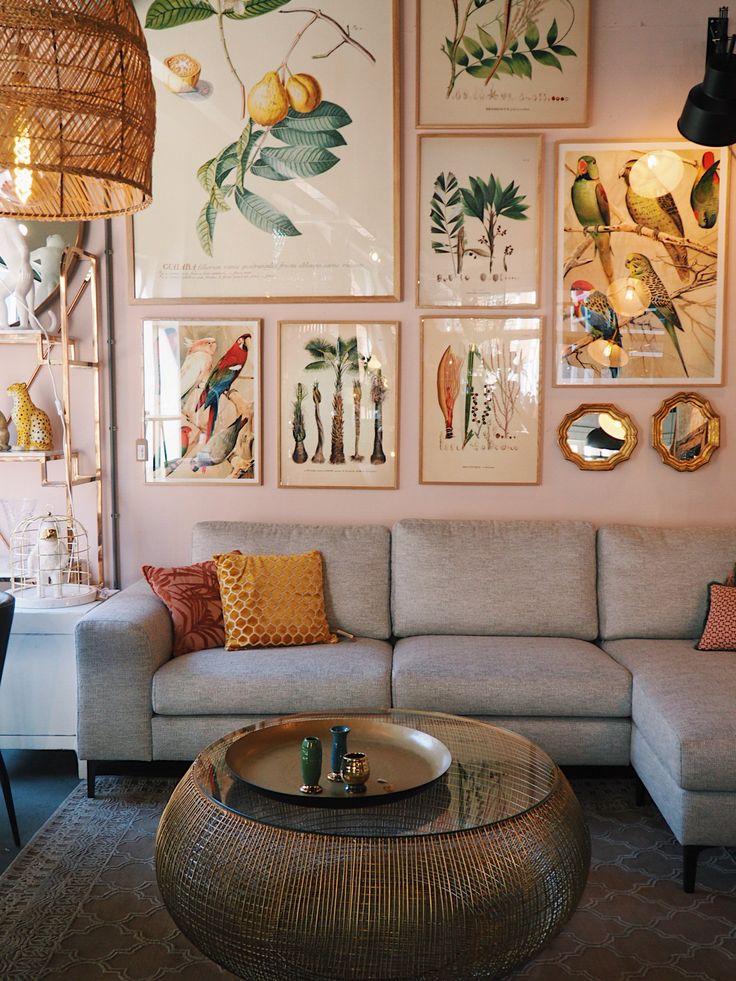Deze gouden koffietafel van Kare design heeft een stalen messing onderstel gevlochten, met een glazen blad met de doorsneden 90 cm. Zet de tafel neer bij de bank heel handig om je glas er op te zetten maar wees voorzichtig het blad is van glas!