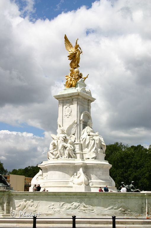 Queen Victoria Monument, Buckingham Palace, London. Commissioned by Edward VIII in honour of his mother, unveiled by her grandson, George V.