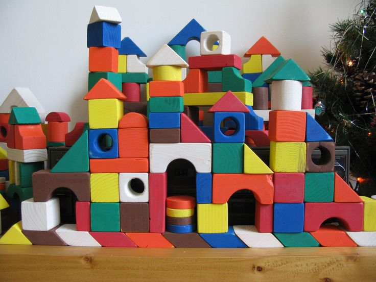 In the constructor for children, 350 of wooden blocks of wood, handmade.