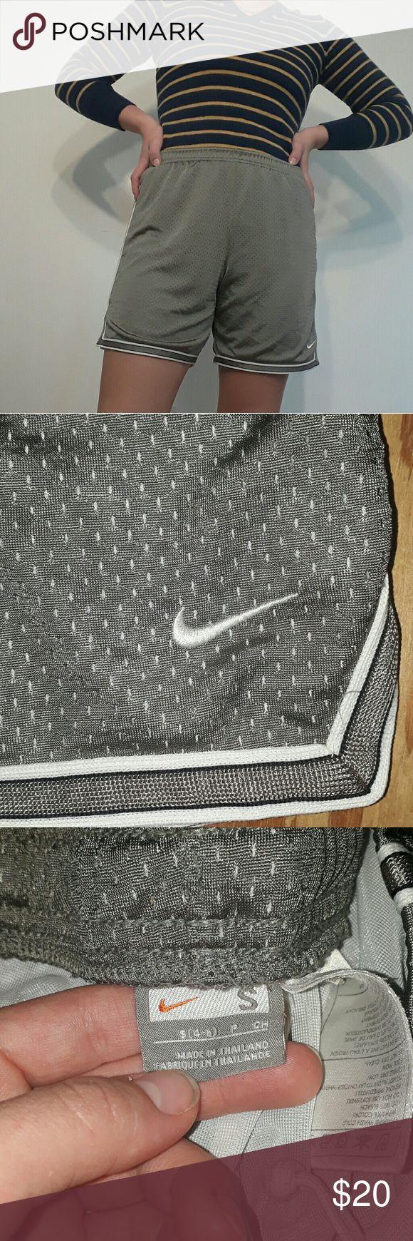 Nike Mesh-Basketballshorts – Wie neu, keine Abnutzungserscheinungen zu finden – Modell …   – My Posh Picks