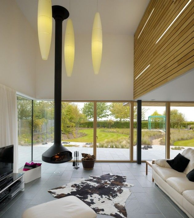 Living Room Platform 5 Architects designed the Meadowview House in Bedfordshire, England.