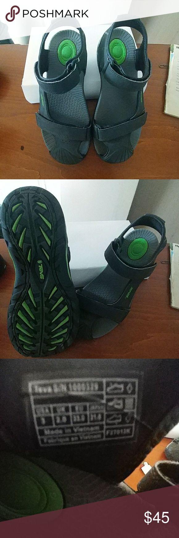 Teva Toachi 2 Sandals - Boys size 3 like new Size 3 Teva Shoes Sandals & Flip Flops